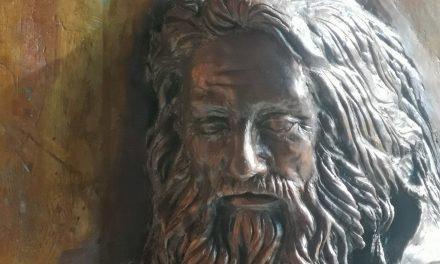 09/04/21 – Bellissimo ed artistico altorilievo in bronzo di San Francesco di Paola nel nuovo portale del Santuario di Pizzo