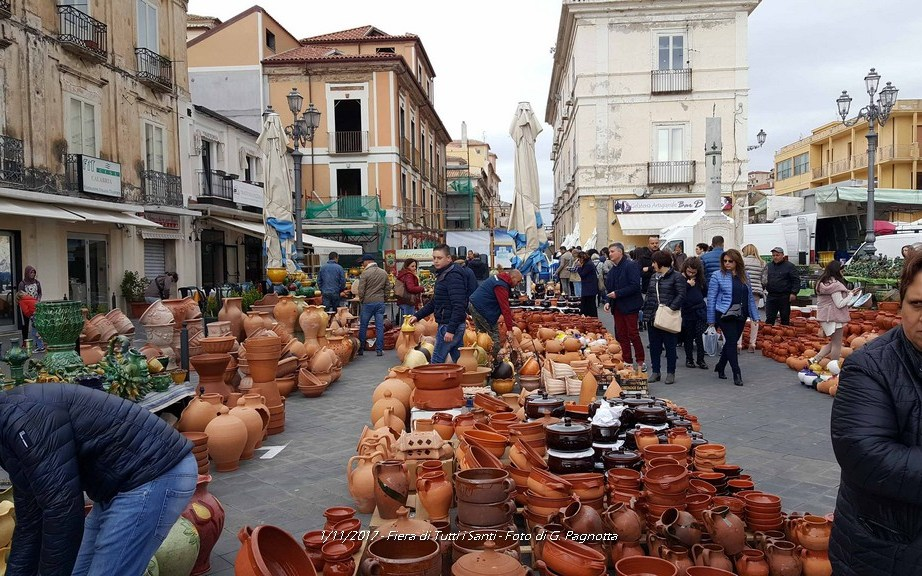 Pizzo 30/10/2016 Vigilia della Fiera di tutti i Santi (Terracotte e ceramiche). Video di Giuseppe PAGNOTTA