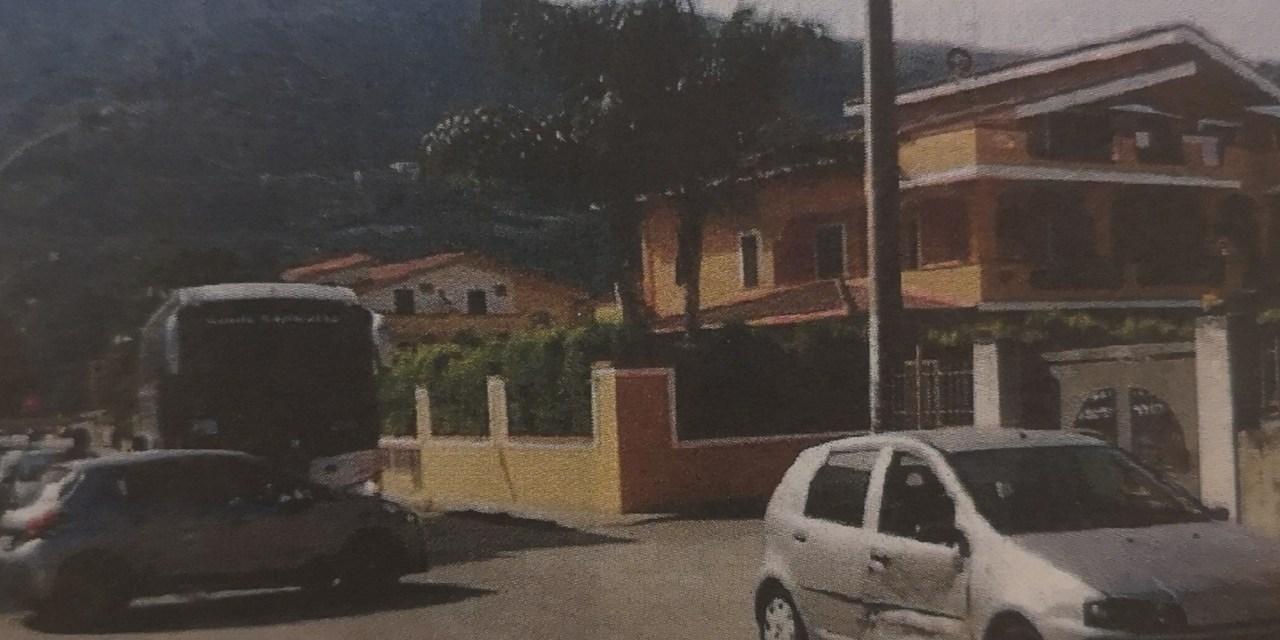 Pizzo, incidenti e disagi nella babele di traverse del quartiere Marinella