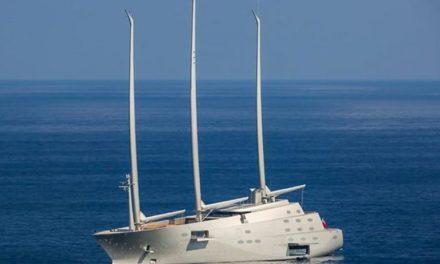 Lo yacht a vela più grande e avveniristico al mondo approda a Vibo Marina