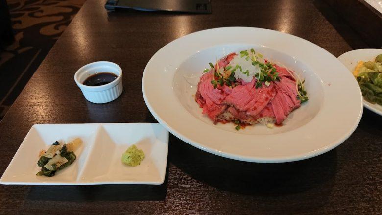 上野のローストビーフ丼(とれび庵)