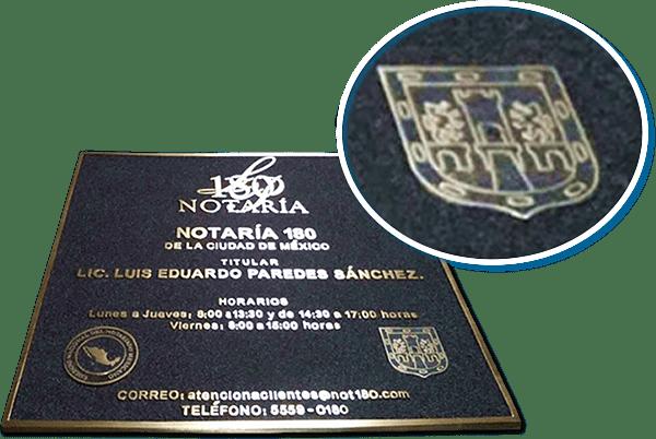 placa de bronce fundido con logotipo en cliche