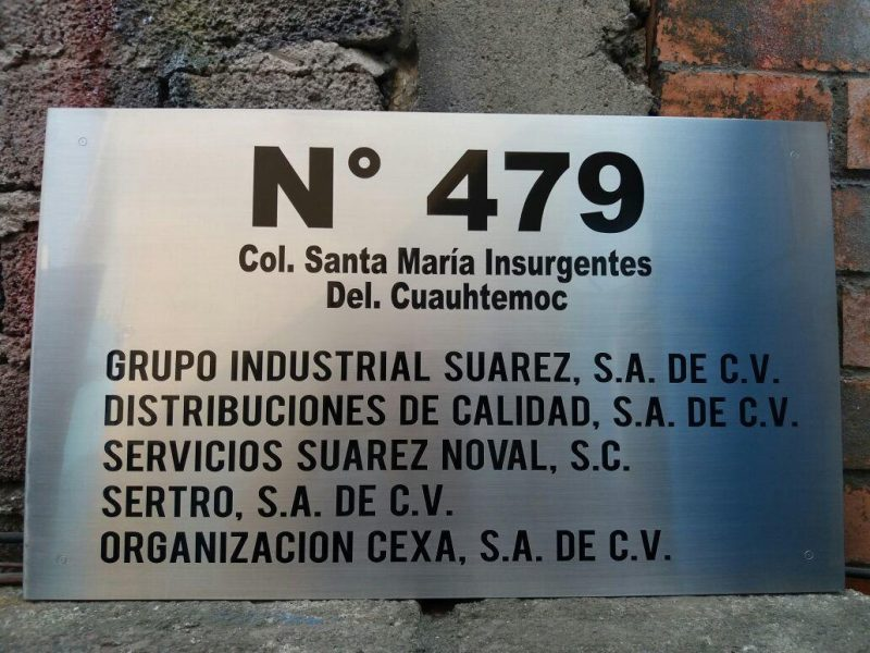 placa grabada en acero inoxidable