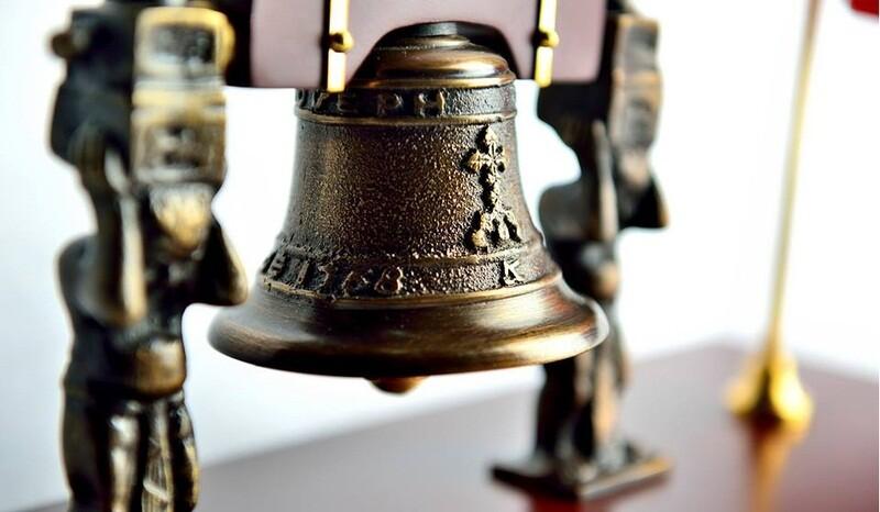 campana fundida en bronce replica independencia