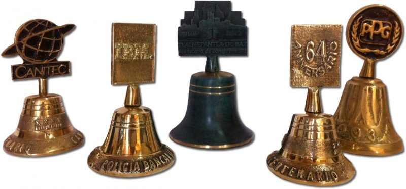 campanas fundidas en bronce con logotipo empresarial