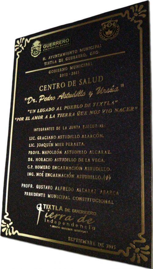 placa de bronce fundido esquinas estilizadas