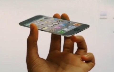 Une iPhone 5 avec des pico-projecteurs