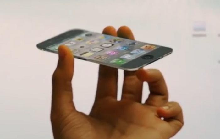 Un iPhone 5 avec des pico-projecteurs