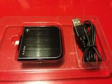 La batterie et le câble micro USB