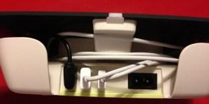 Vue arrière de l'appareil avec les câbles USB en place