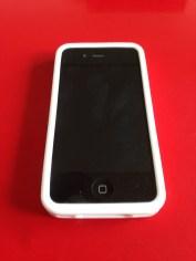 Le bumper en position sur l'iPhone