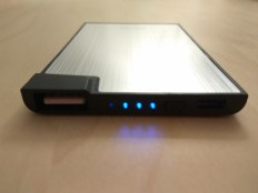 Test de la mini batterie portable Olixar Powercard