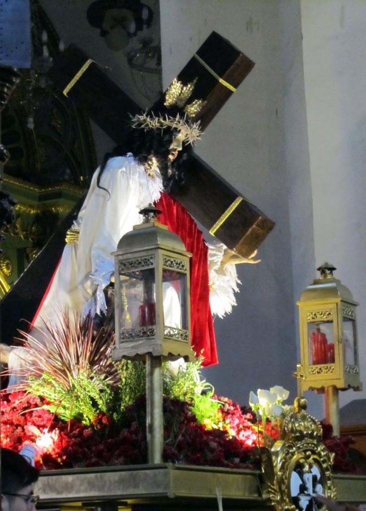Imagen de Cristo dentro de templo. Image of Christ inside the temple. Photo credit, placeOK
