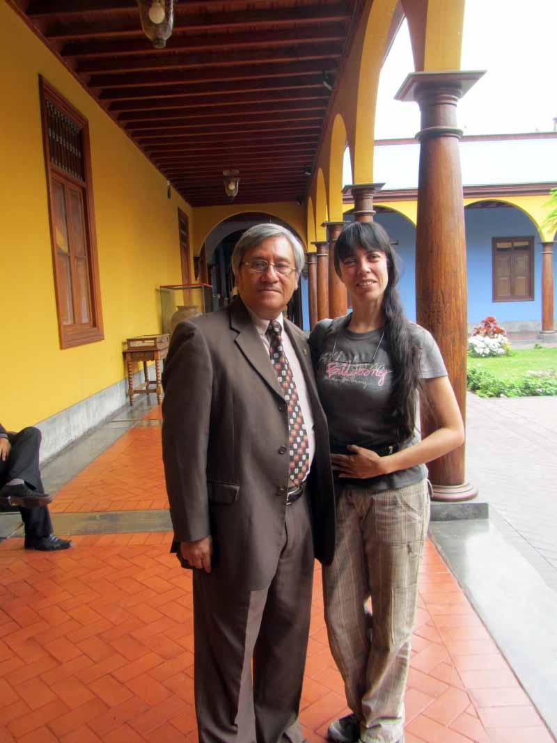 Junto al profesor Carlos Villena. With Carlos Villena, our professor. Image by placeOK