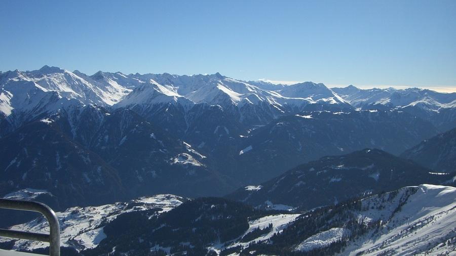 verschneite Bergwelt in Tirol