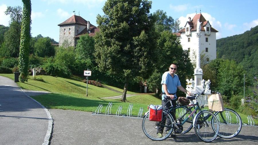 bereit zur Radtour an der Donau