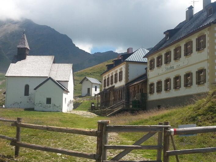 Gaststätte und Kapelle auf dem ehemaligen Bergbaugelände Schneeberg