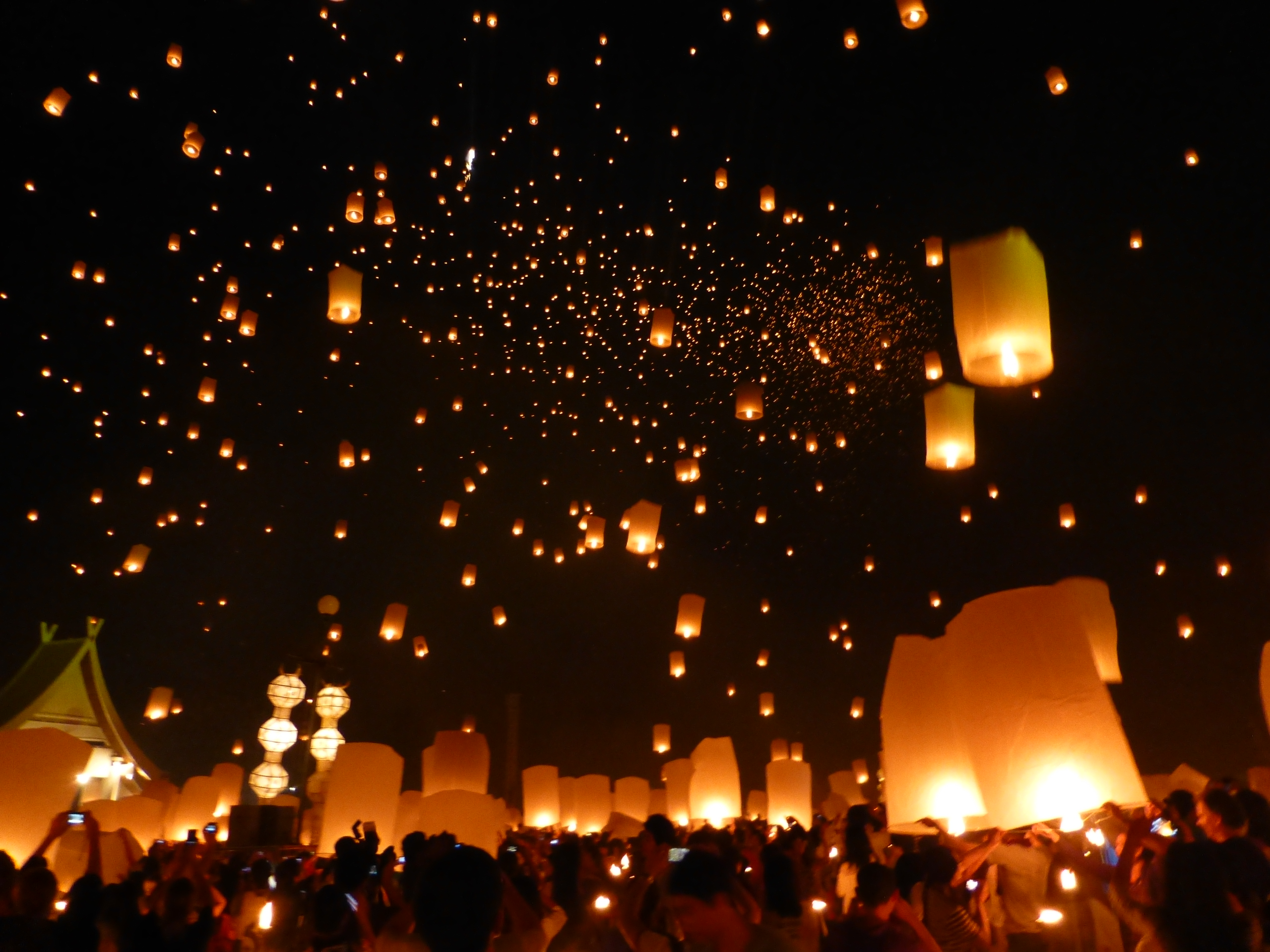 Falling Stars Wallpaper How To Participate In Yi Peng The Sky Lantern Festival