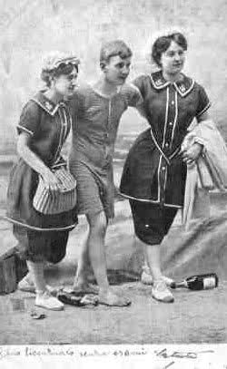 dal 1890 i pi audaci e il pi pratici dambo i sessi iniziarono a dare dei tagli alle lunghezze i mutandoni arrivarono al ginocchio cos come le gonne