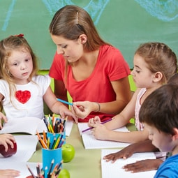 Kinderpfleger/in Ausbildung - Zugangsvoraussetzungen und Gehalt