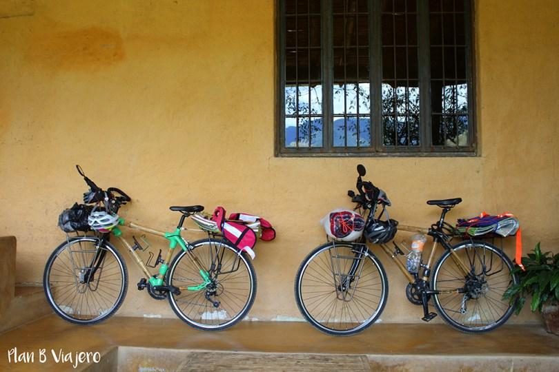 plan b viajero, bicis de bambú, ahorrar dinero viajando