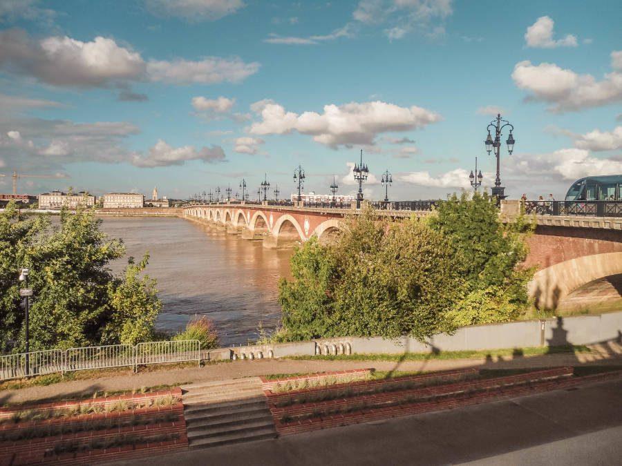Die schönste Brücke in  Bordeaux