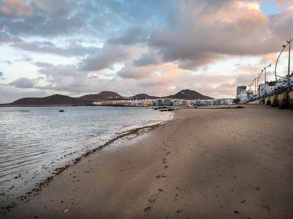 """Der Strand """"Playa de las Canteras"""" in Las Palmas, Gran Canaria"""