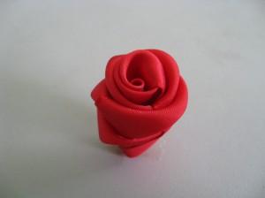 Rosa de tecido vermelha