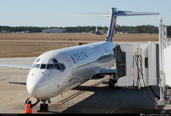 Boeing 717200 N979AT operated by Delta Air Lines taken