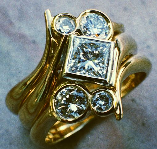 18ct Yellow Gold Ring set 2 Brilliant cut diamonds in asymetric fitting on each side of square diamond