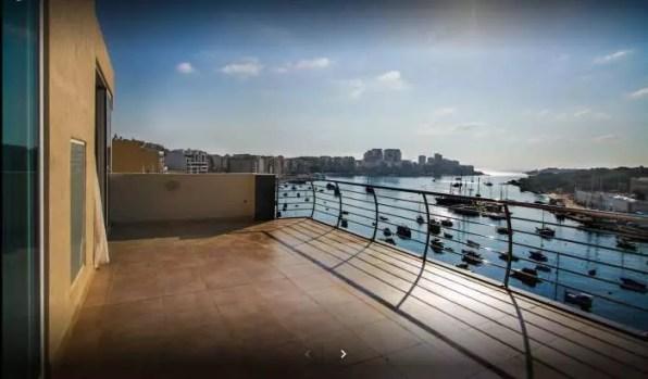 Výhled z hotelového balkónu Blubay Apartments, Malta