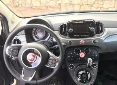Interiér našeho půjčeného Fiatu v automatu