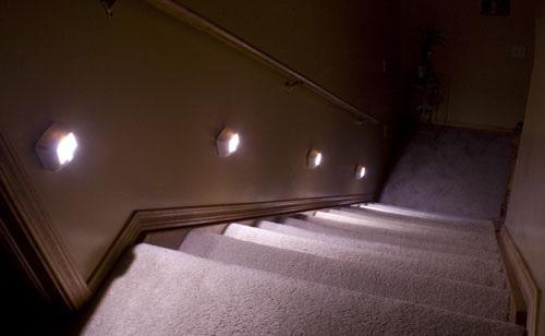 Iluminaci n de escaleras interiores - Luces para escalera ...