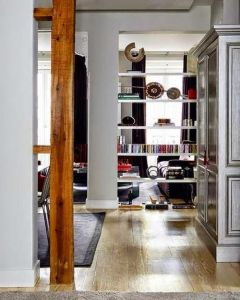 decorar una columna con una estantería