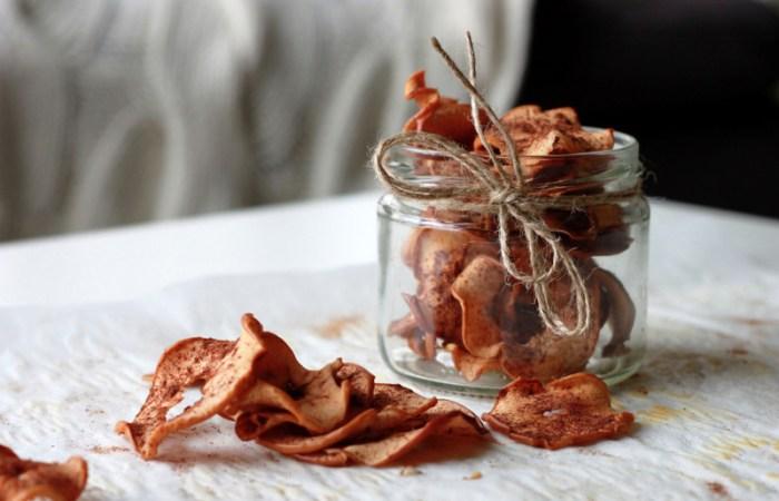 Chipsuri dulci si crocante de mere la cuptor. Gustare sanatoasa pentru copii.