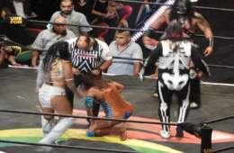 Faby Apache pierde su cabellera en Triplemania XXVI