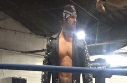 John Hennigan luchó anoche en Long Island con GFW