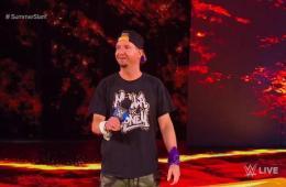 Paige despide a James Ellsworth en WWE Smackdown Live