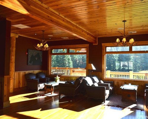 guest seating area in the lodge