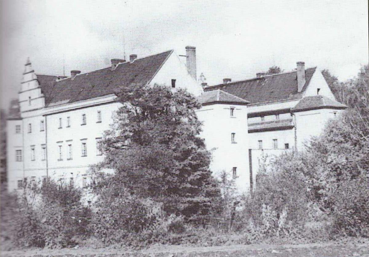 Château de Płakowice dans les années 1950 (les orphelins nord coréen)