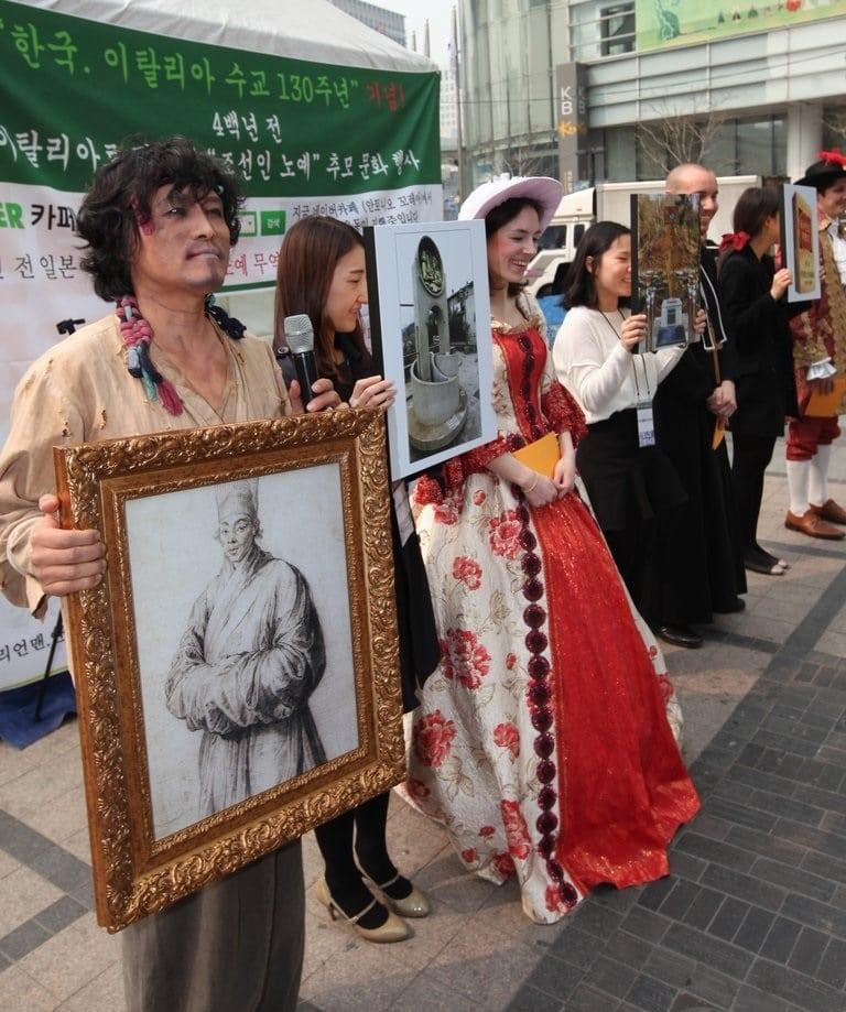 Une photo des célébrations du 130ème anniversaire des relations diplomatiques officielles entre la République de Corée et la République italienne, Corée du Sud, 2014. L'histoire d'Antonio Corea a été rappelée.