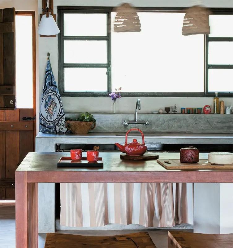 une maison faite de pierres et de bois planete deco a homes world. Black Bedroom Furniture Sets. Home Design Ideas
