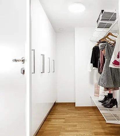 les petites surfaces du jour un deux pi ces avec dressing planete deco a homes world. Black Bedroom Furniture Sets. Home Design Ideas