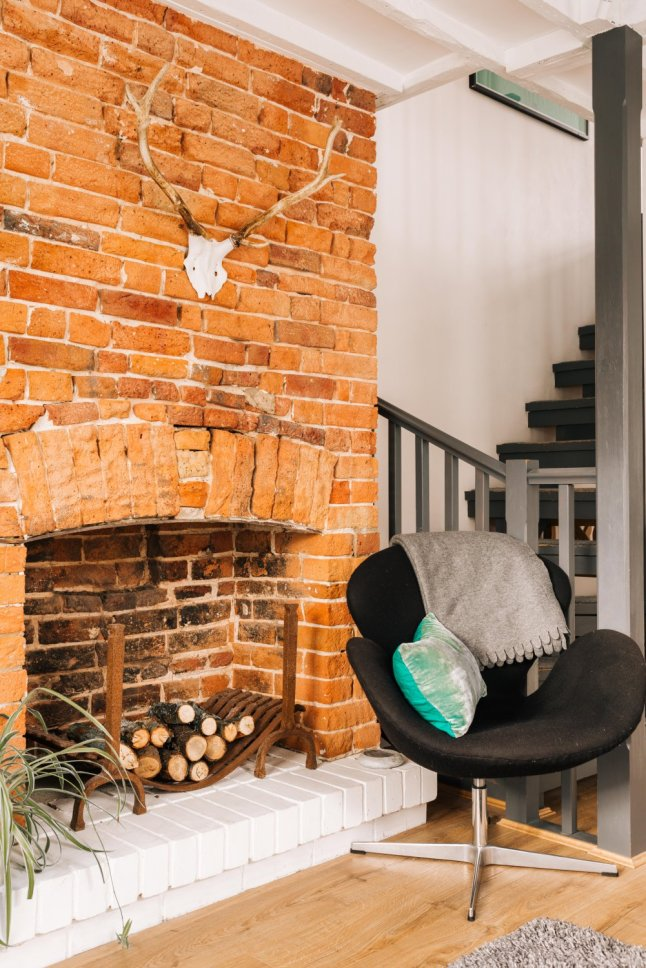 In A Victorian House The Brick Walls Have Been Preserved As Well Original Fireplace Mixed With Contemporary Decoration They Make Interior