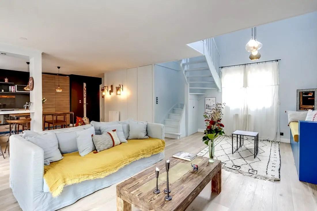 Une maison contemporaine et son escalier en couleur - PLANETE DECO a ...