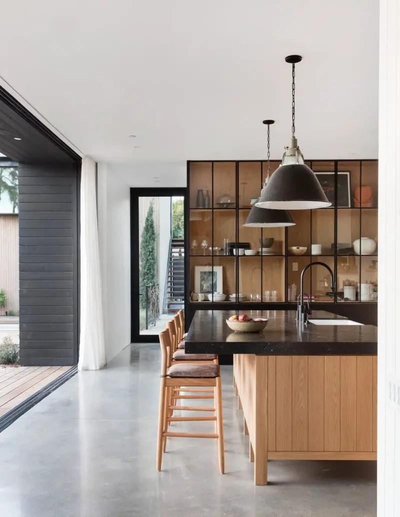 design noir pour une cabane contemporaine planete deco a. Black Bedroom Furniture Sets. Home Design Ideas