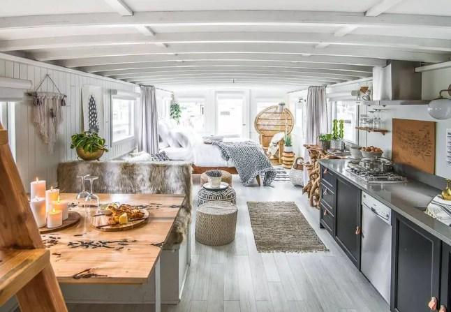 Un house boat à la décoration hippie chic