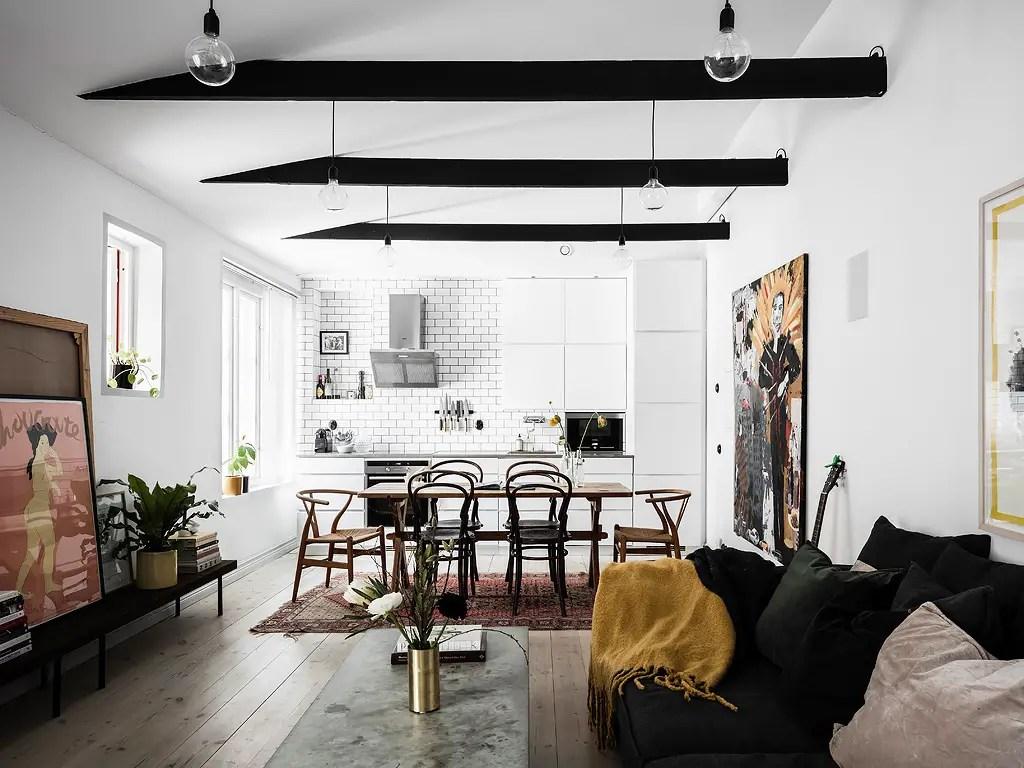 Schattig Zweeds Huisje : Binnenkijken in een klein zweeds huis met een zwart witte basis