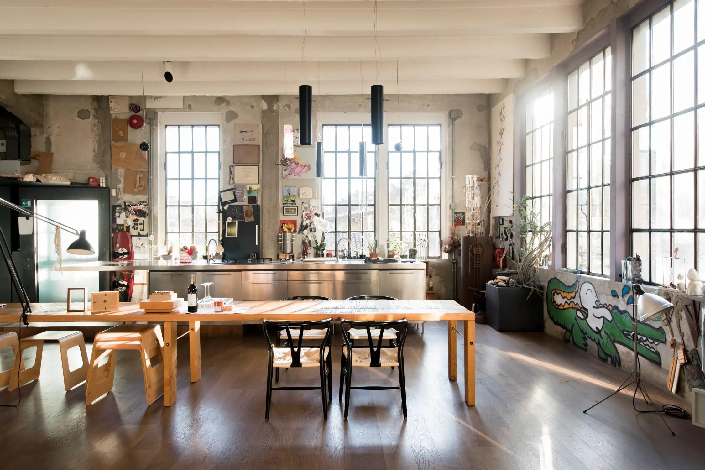 Un loft de style industriel comme un atelier d\'artiste ...
