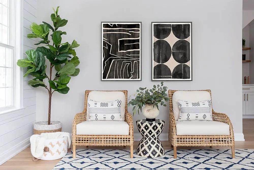 Un salon et une cuisine redécorés par une designer d'intérieur